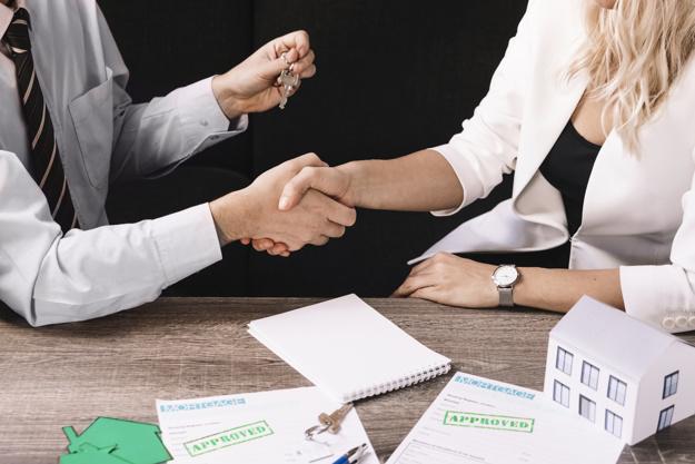 Como é o contrato com a imobiliária?